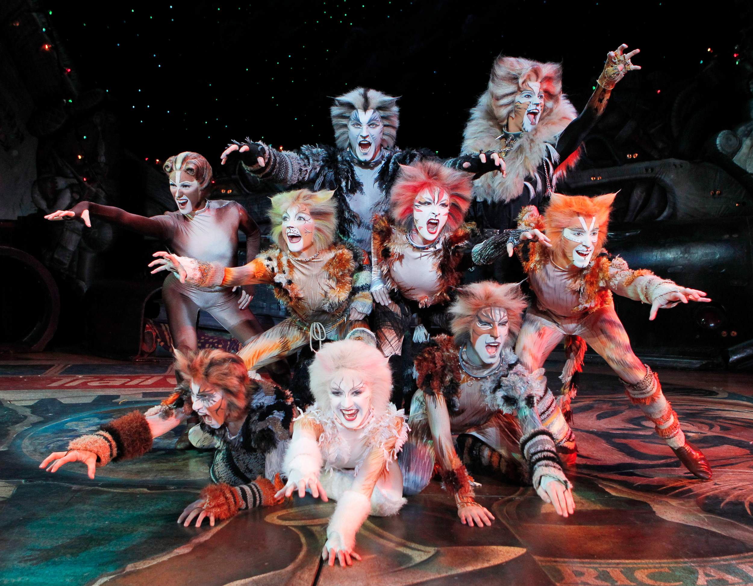 the-broadway-musical-cats-headed-to-the-big-screen.jpg