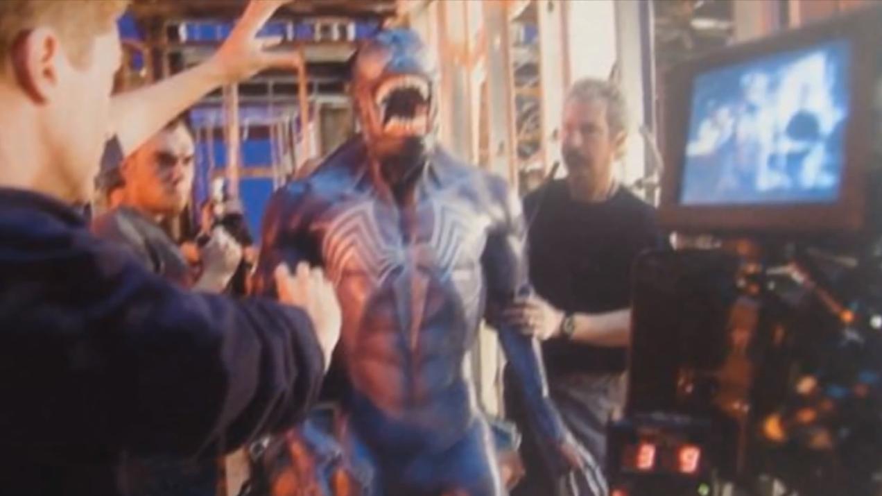 unused-black-spider-man-and-venom-costumes-for-spider-man-32