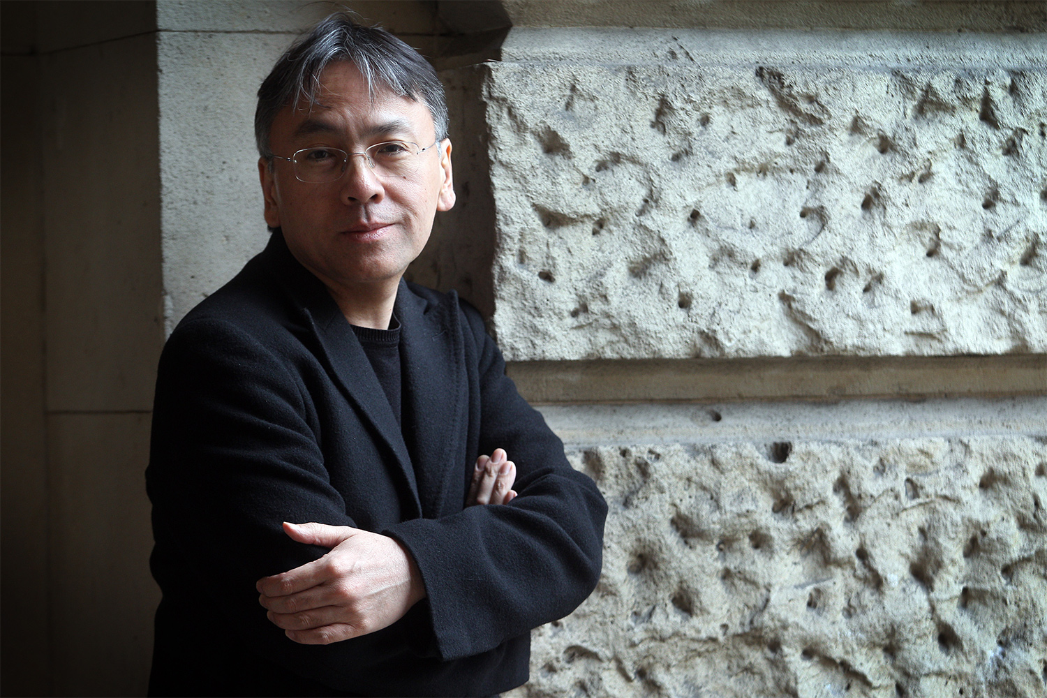 dusty-shelf-book-review-never-let-me-go-by-kazuo-ishiguro-1.jpg