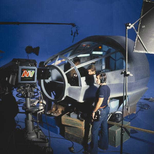 set-photos-from-inside-millennium-falcon-in-star-wars-episode-vii15