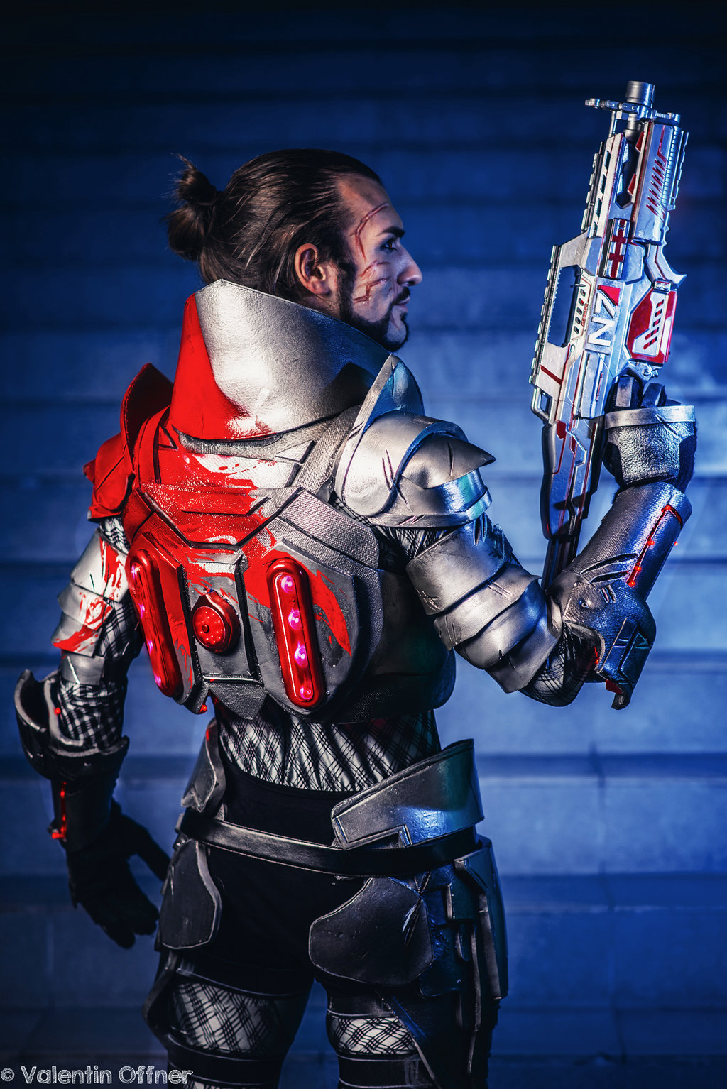 Mass Effect Blood Dragon Armor Cosplay By Leon Chiro Cosplay Geektyrant Once downloaded, the mass effect 2 version of dragon blood armor will be available for download through that game's menu. mass effect blood dragon armor cosplay