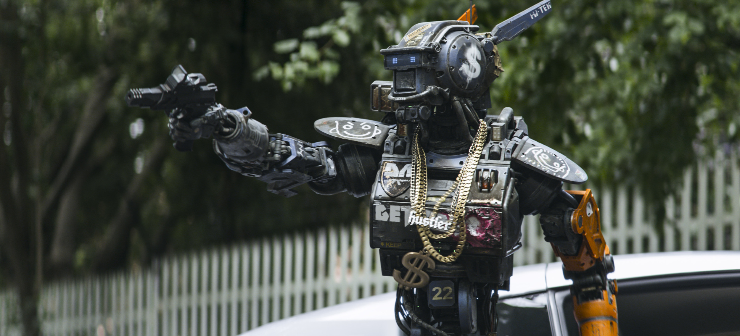 2-tv-spots-for-neill-blomkamps-sci-fi-robot-film-chappie