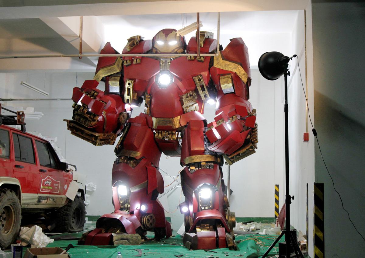 fan-builds-radical-life-size-hulkbuster-armor
