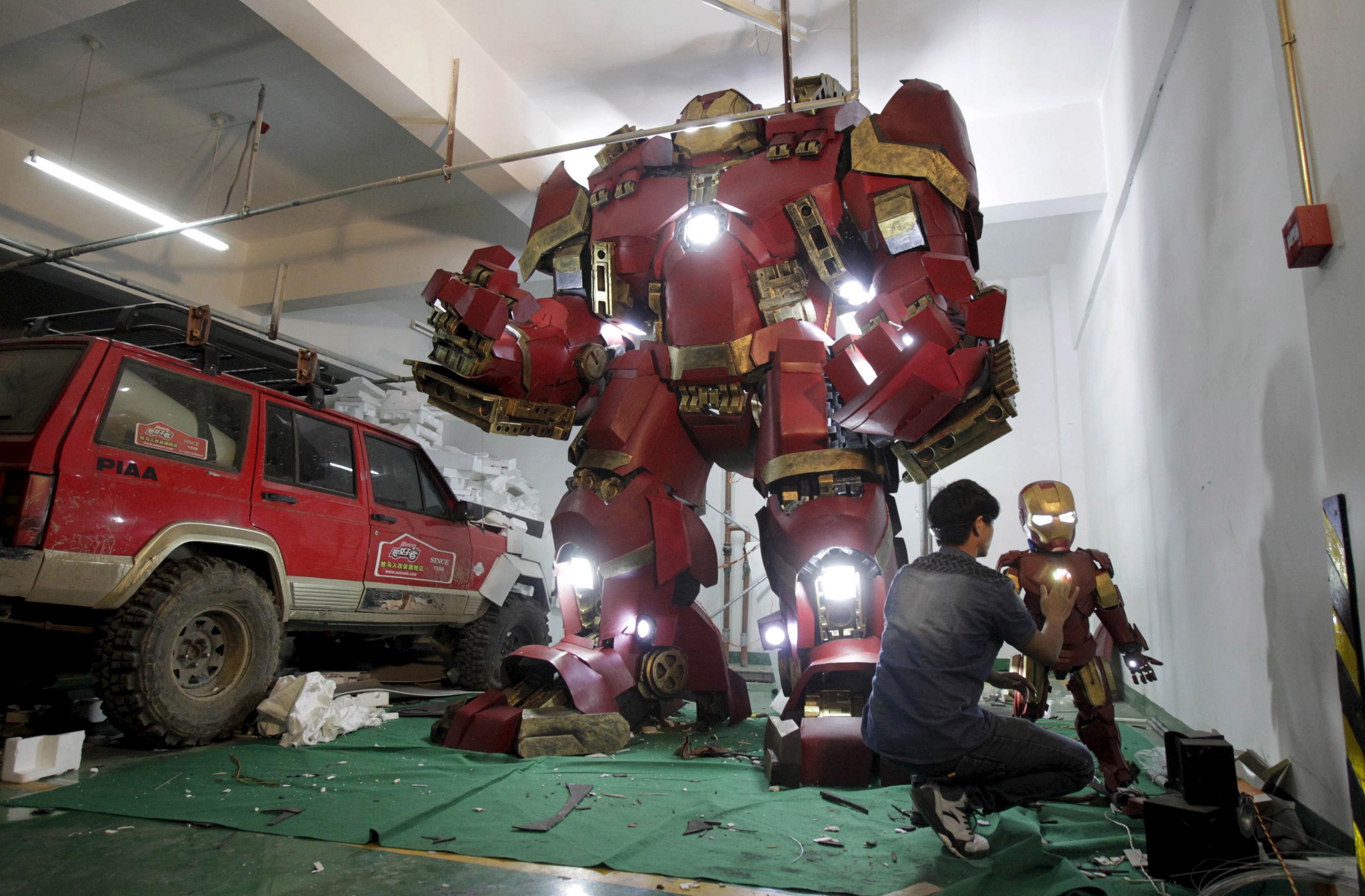 fan-builds-radical-life-size-hulkbuster-armor7