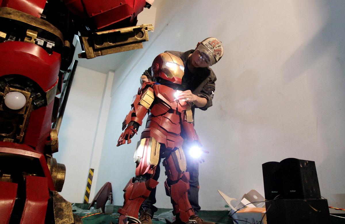 fan-builds-radical-life-size-hulkbuster-armor8