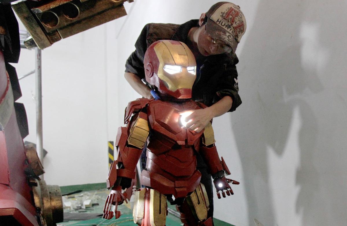 fan-builds-radical-life-size-hulkbuster-armor10