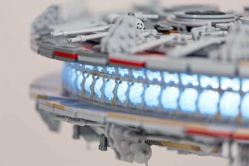 star-wars-fan-spends-a-year-building-custom-7500-piece-lego-millennium-falcon13