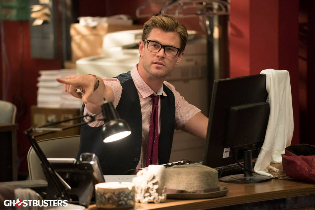 new-photos-from-ghostbusters-offers-first-look-at-chris-hemsworth
