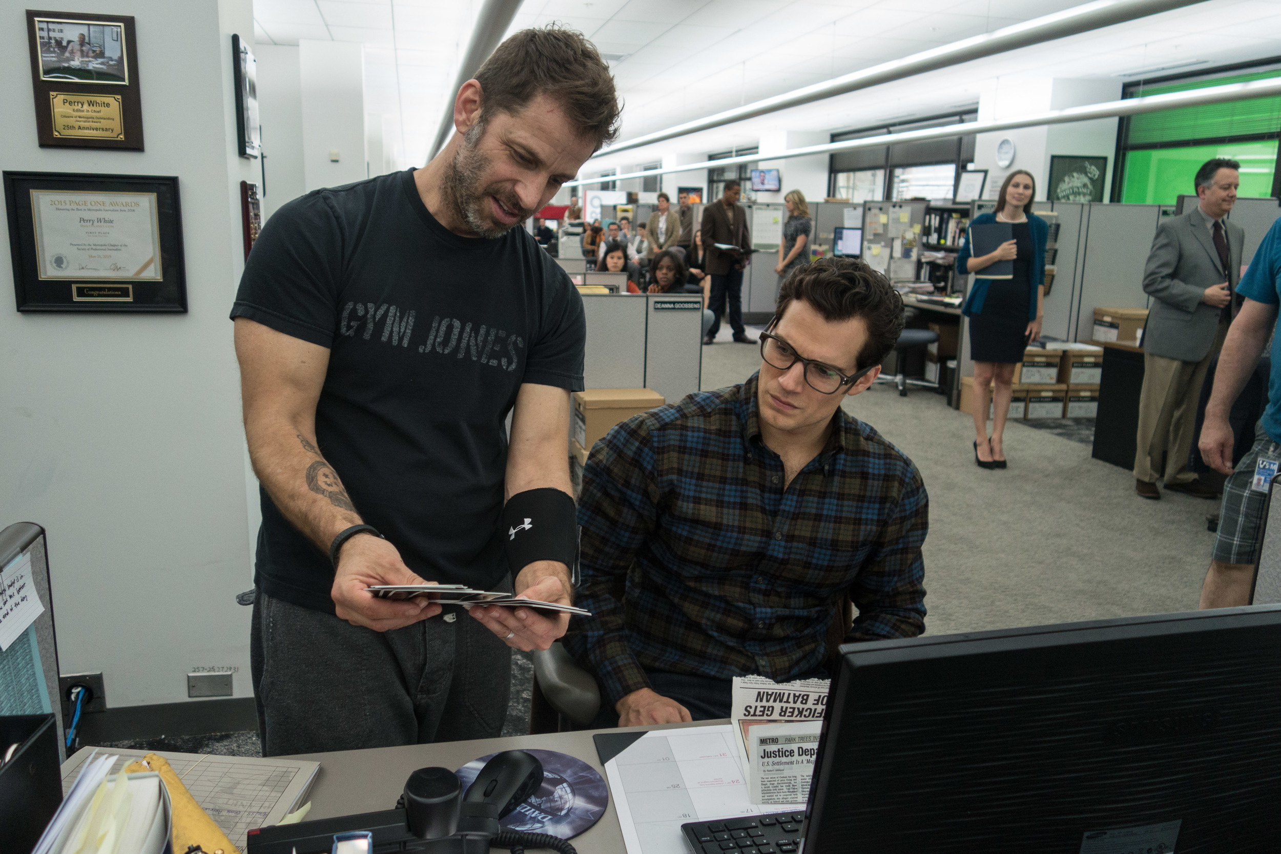 zack-snyder-henry-cavill-batman-vs-superman.jpg