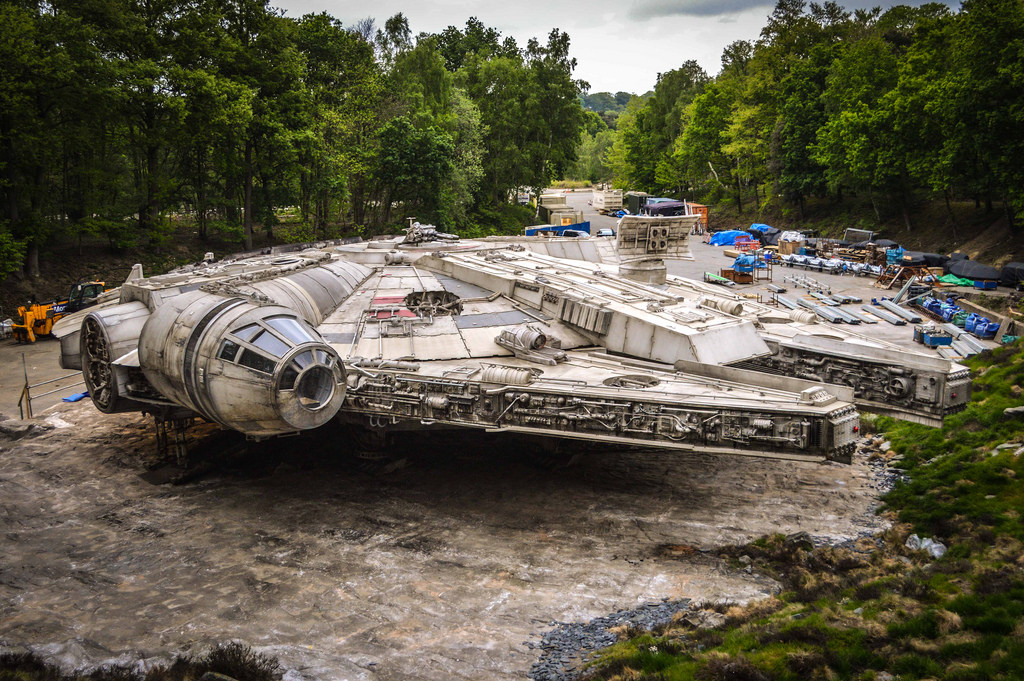detailed-set-photos-of-the-millennium-falcon-from-star-wars-episode-viii