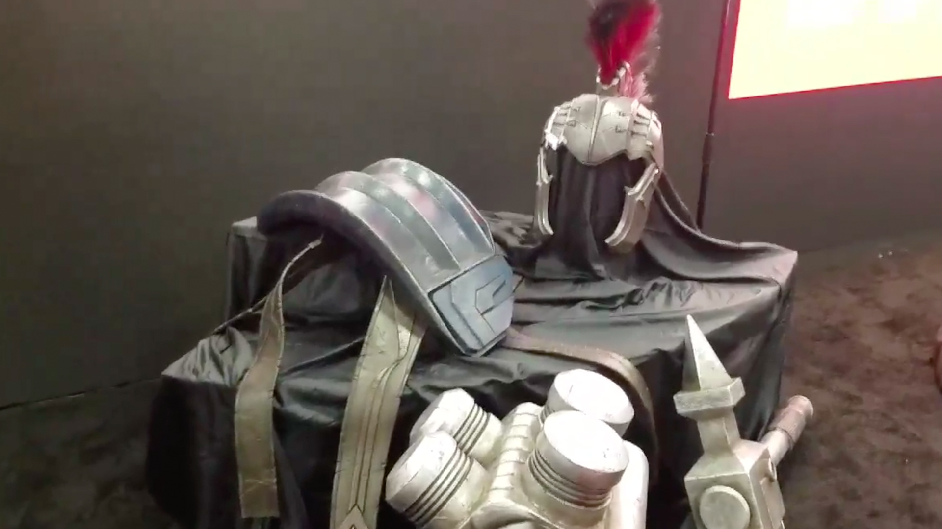 Video The Hulk S Gladiator Armor From Thor Ragnarok Revealed At Comic Con Geektyrant