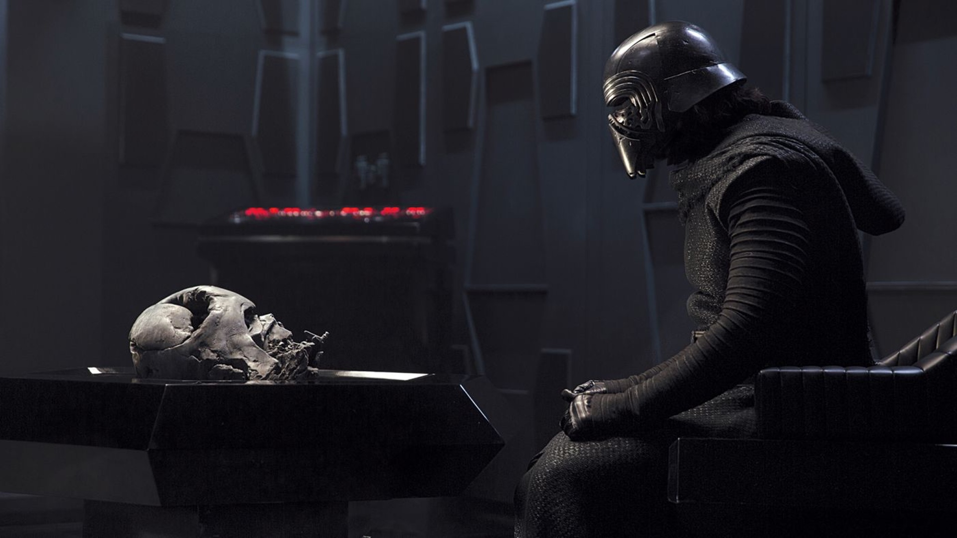 Details On Kylo Ren S Costume In Star Wars Episode Viii And How