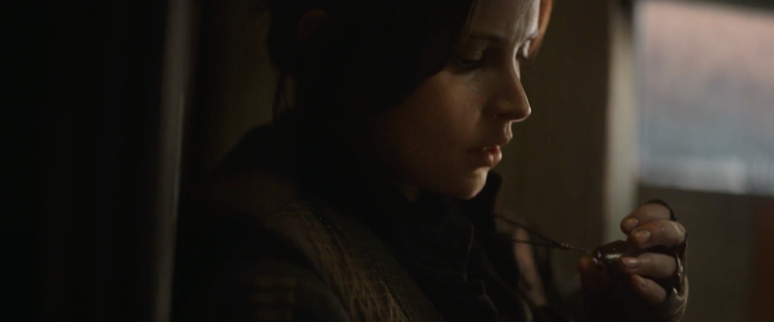 that-last-star-wars-rogue-one-trailer-may-contain-a-huge-plot-element-involving-jyn-and-kyber-crystals3