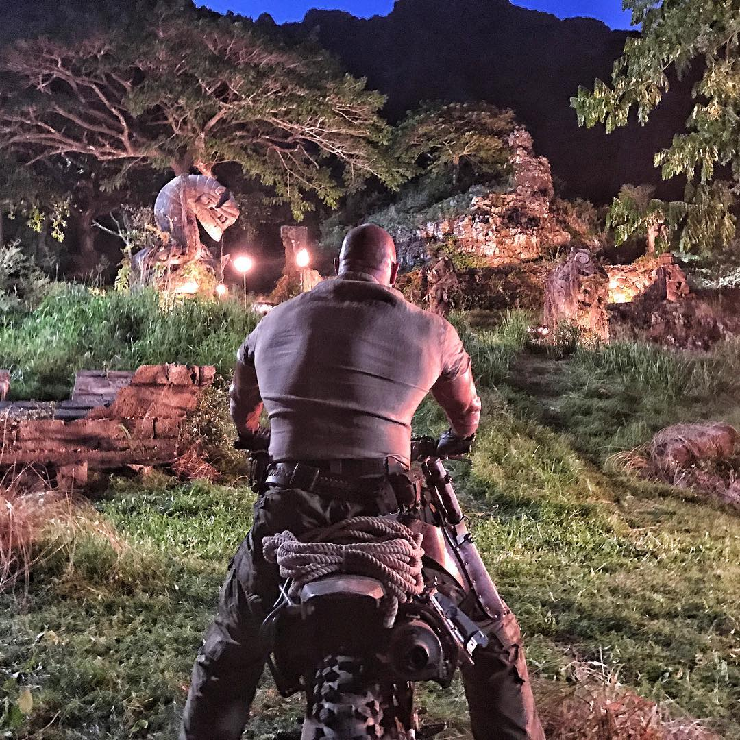 dwayne-johnson-releases-some-gritty-brawling-photos-from-jumanji6
