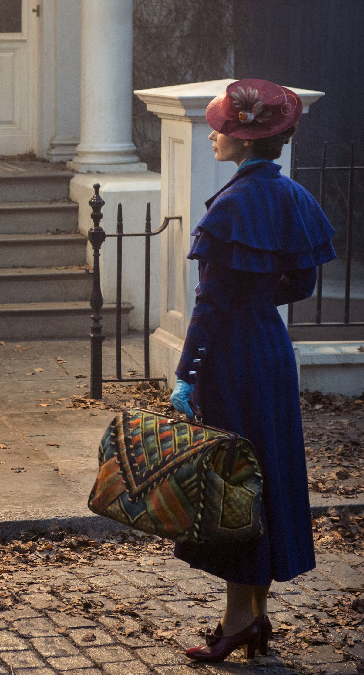 first-look-at-emily-blunt-as-mary-poppins-is-practically-perfect-in-ever-way