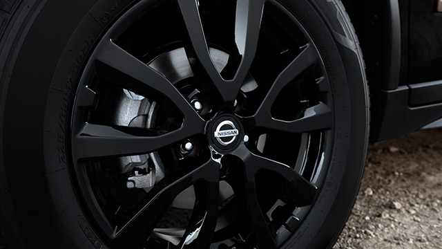nissan-rogue-star-wars-edition-wheels.jpg