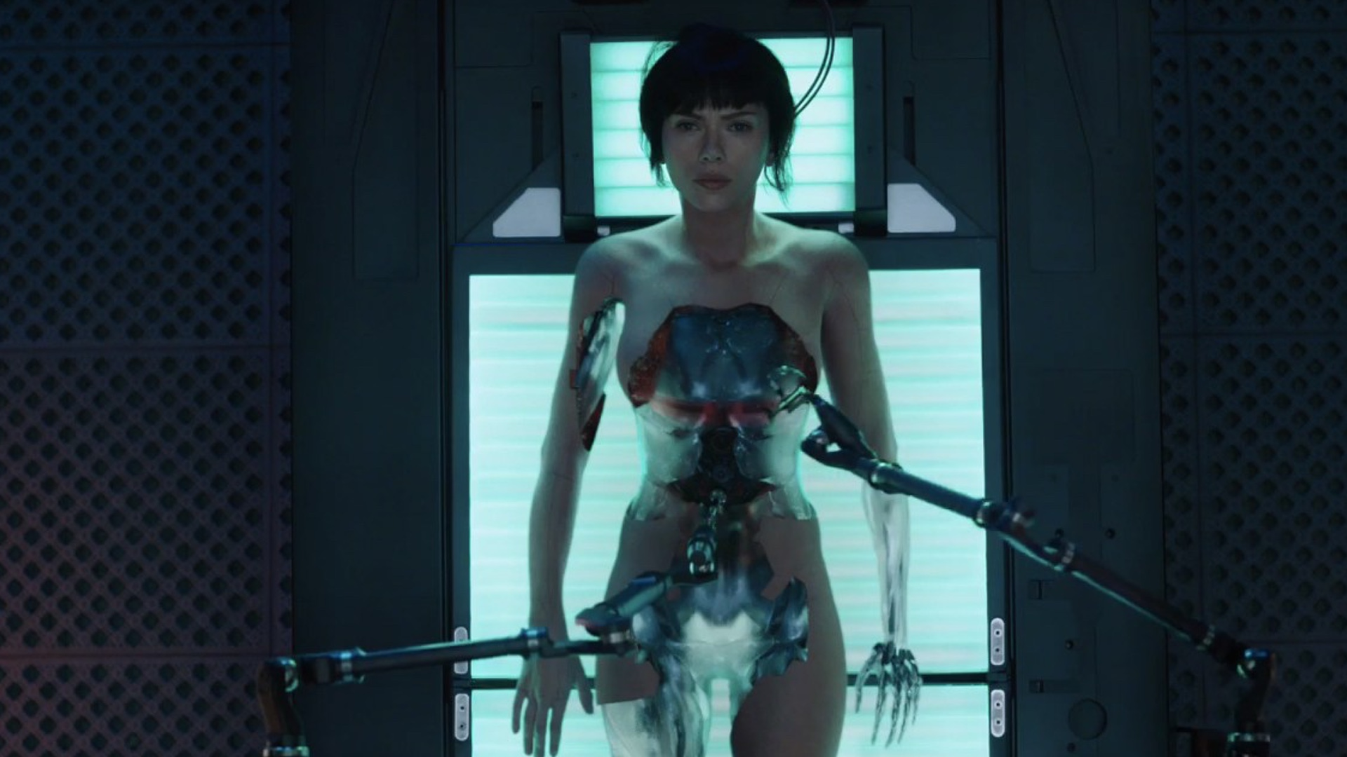 japanese-fans-didnt-have-any-issues-with-scarlett-johansson-starring-in-ghost-in-the-shell