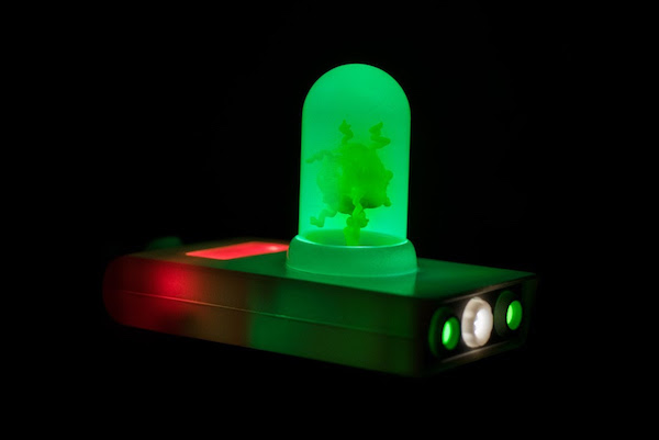 funko-made-an-awesome-rick-morty-portal-gun-replica-with-lights-and-sounds5