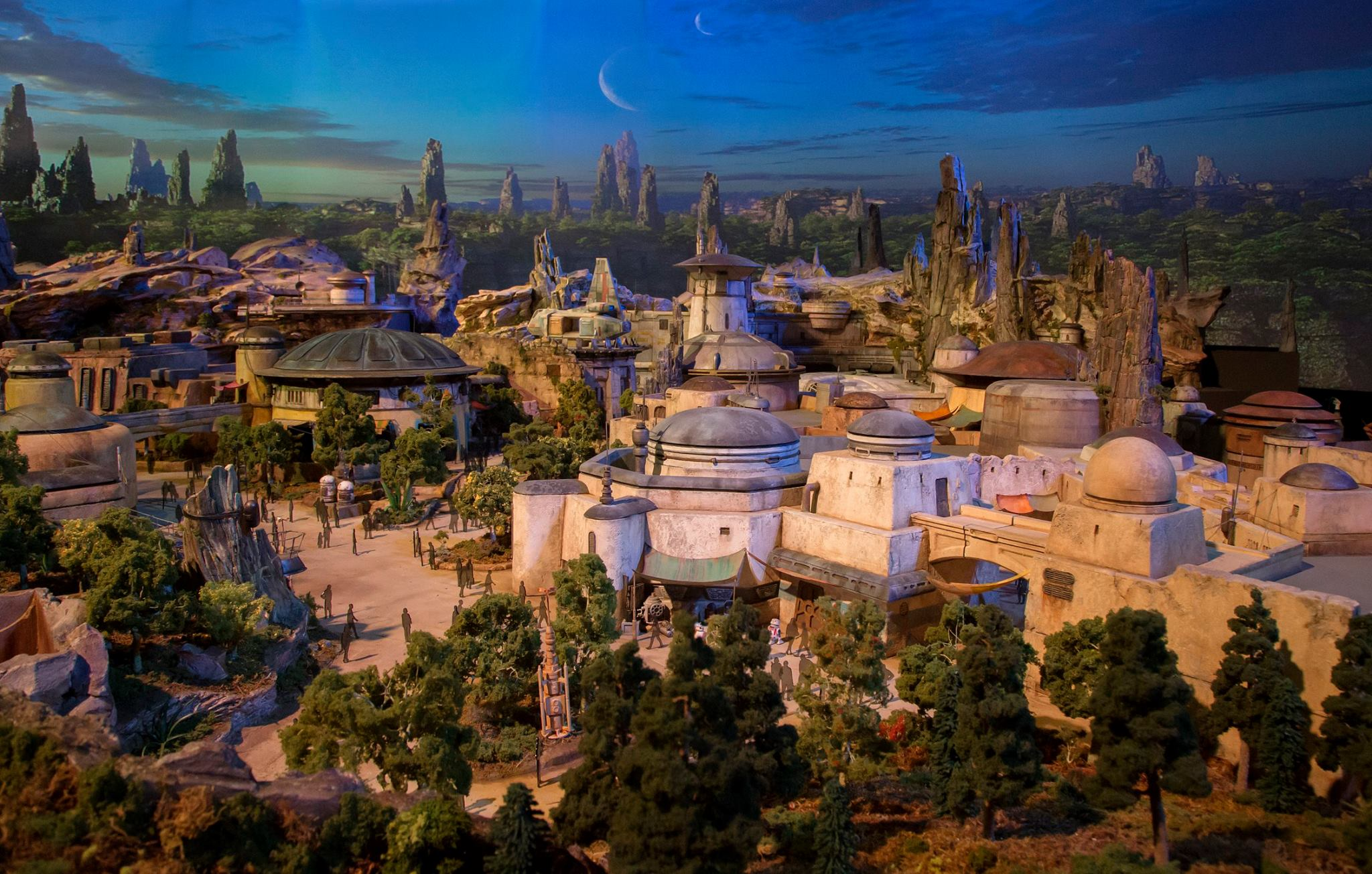 disney-reveals-incredibly-cool-full-star-wars-land-model-at-d23-expo9.jpeg