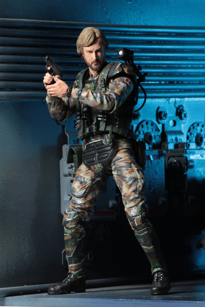 james-cameron-gets-his-very-own-aliens-colonial-marine-action-figure3