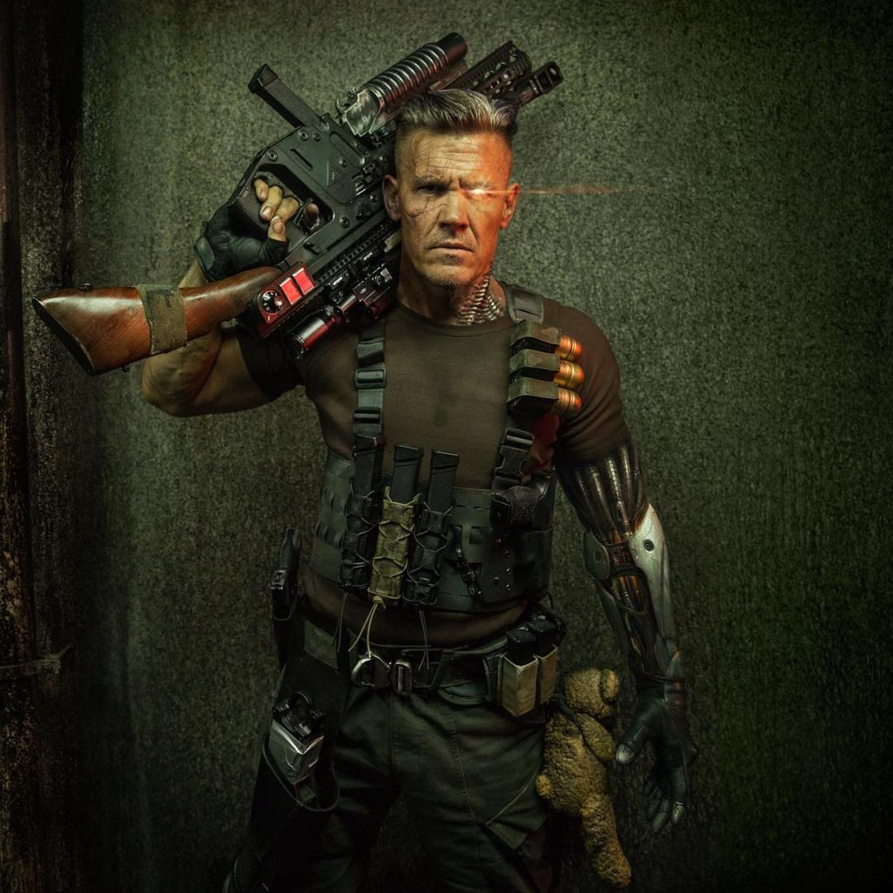 heres-our-first-look-at-josh-brolin-as-cable-in-deadpool-21