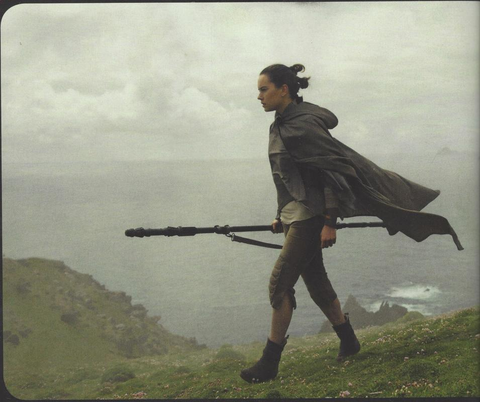 some-new-photos-from-star-wars-the-last-jedi-has-surfaced-featuring-rey-poe-captain-phasma-and-more1