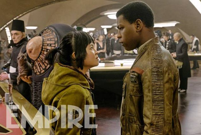 some-new-photos-from-star-wars-the-last-jedi-has-surfaced-featuring-rey-poe-captain-phasma-and-more45.jpg