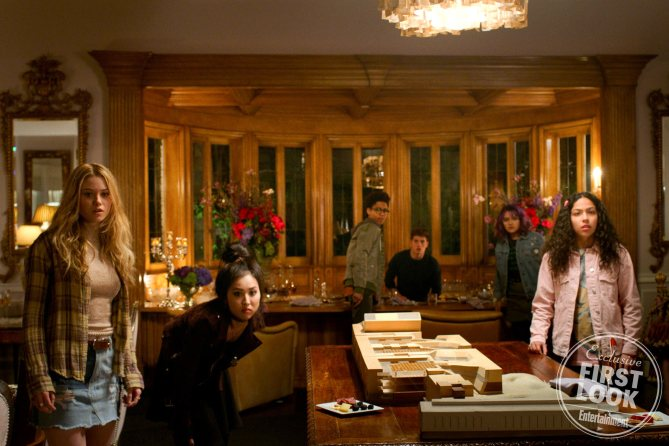 new-photos-from-marvels-upcoming-series-the-runaways-features-the-6-teenage-heroes1