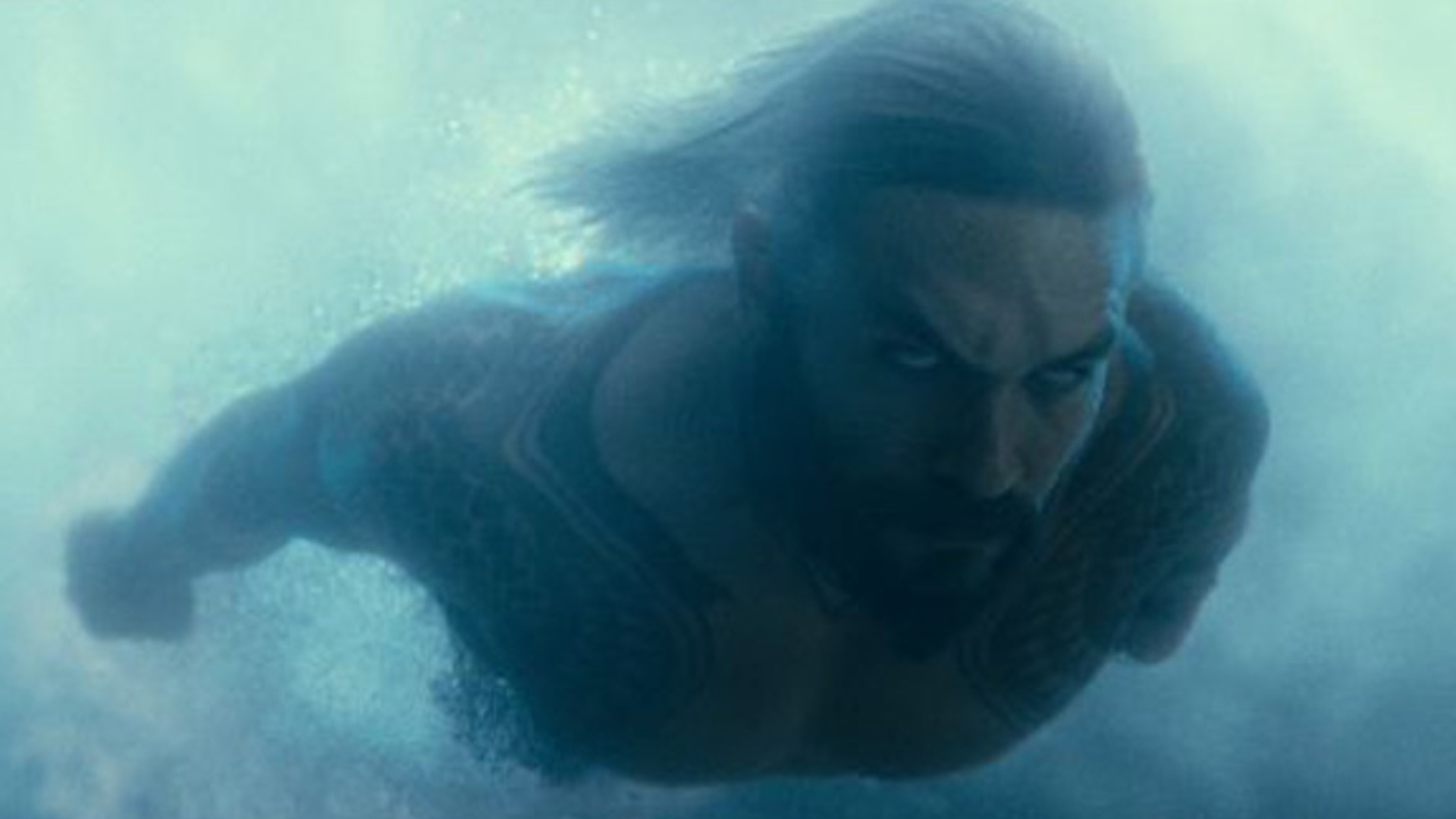 New Photos of AQUAMAN Including Some of Him Wearing New