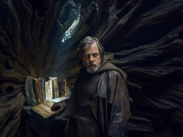 new-luke-skywalker-image-from-the-last-jedi-and-director-rian-johnson-talks-about-lukes-exile4