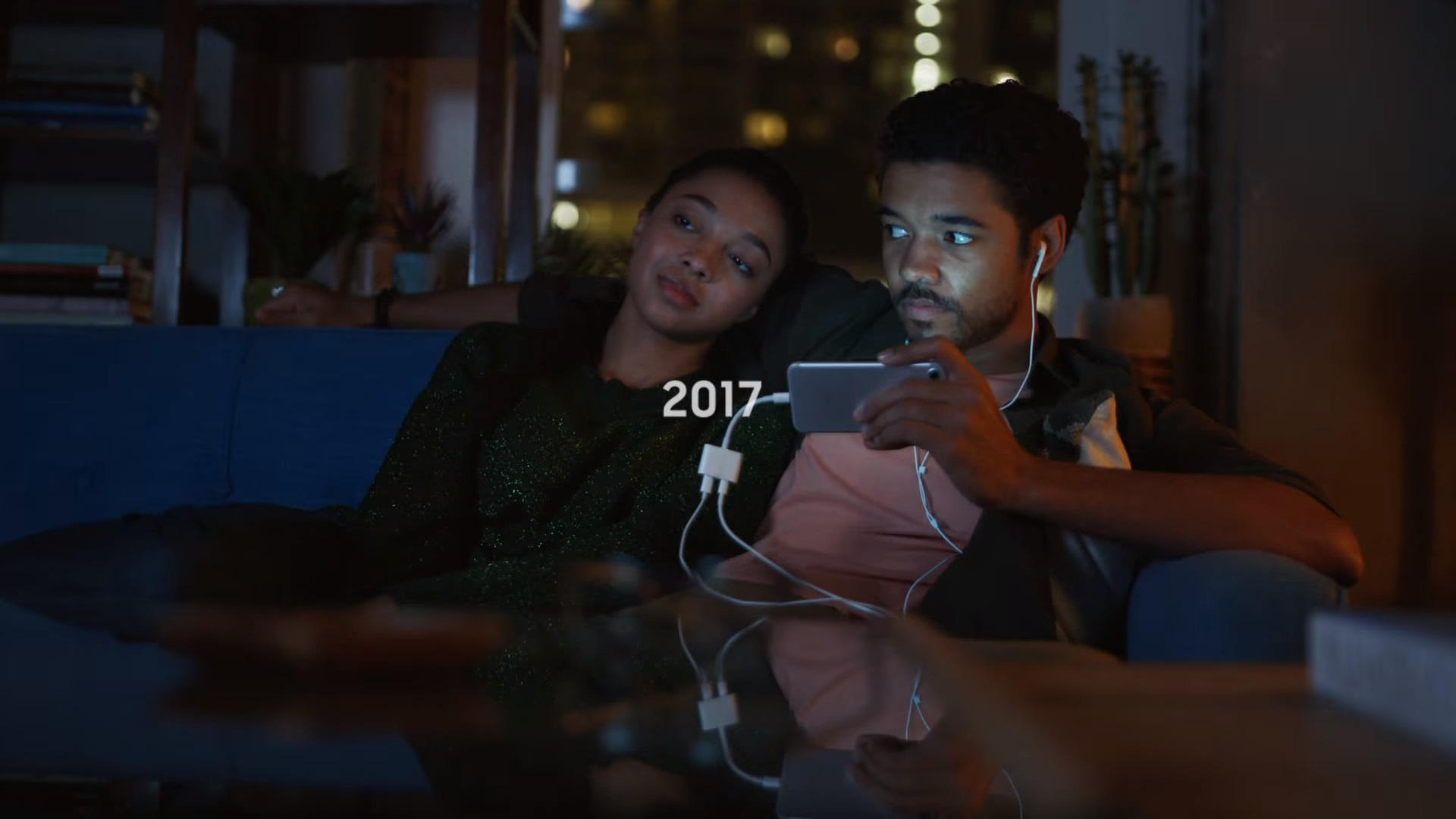 samsung-disses-on-iphones-in-humorous-commercial-social.jpg
