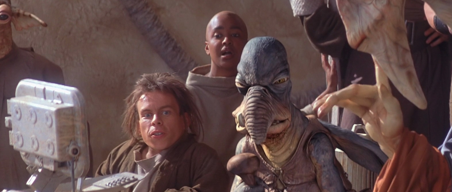 star-wars-actor-warwick-davis-plays-the-same-character-in-solo-that-he-played-in-the-phantom-menace2