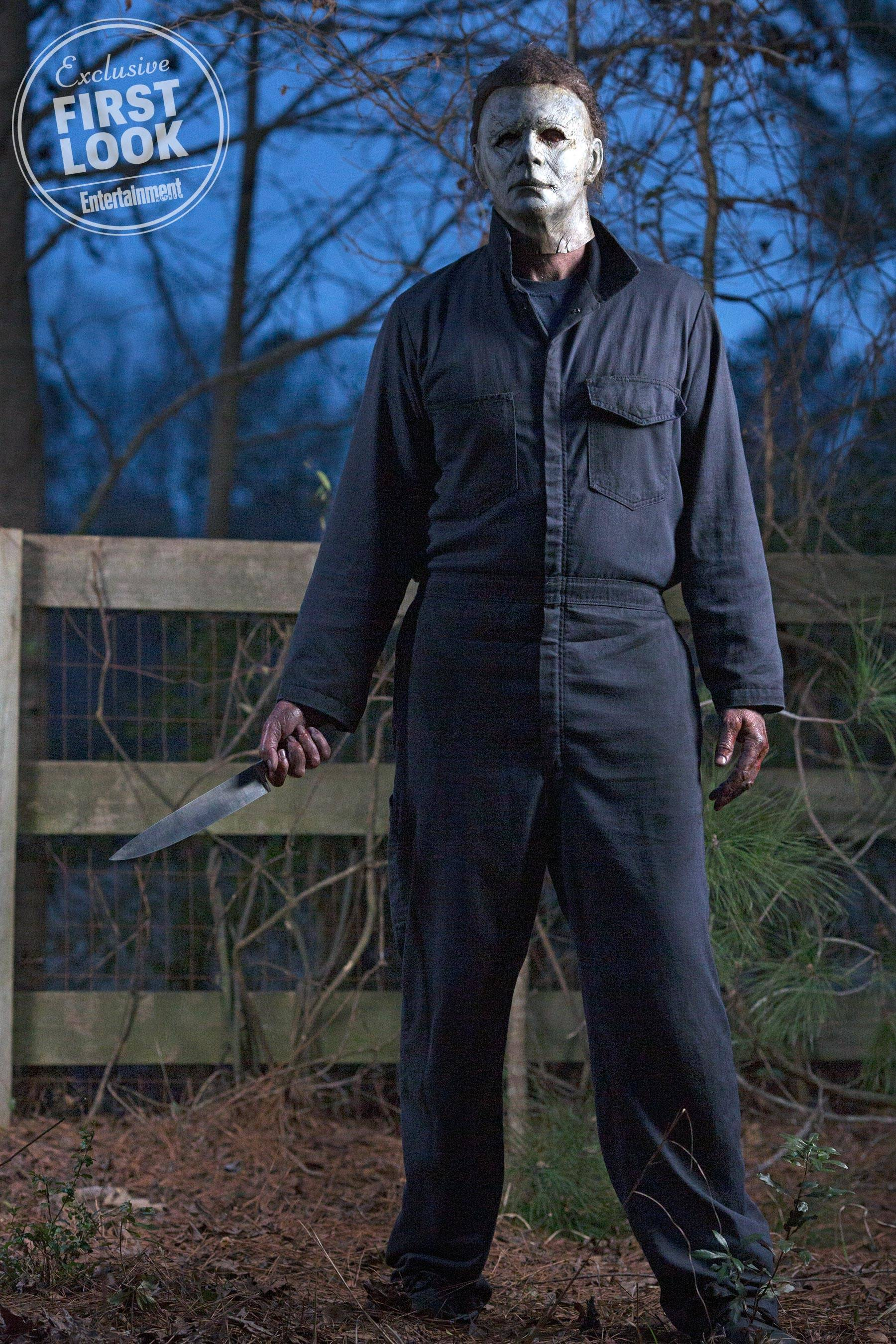 new-photo-of-michael-meyers-being-a-creepy-murderous-stalker-in-halloween2