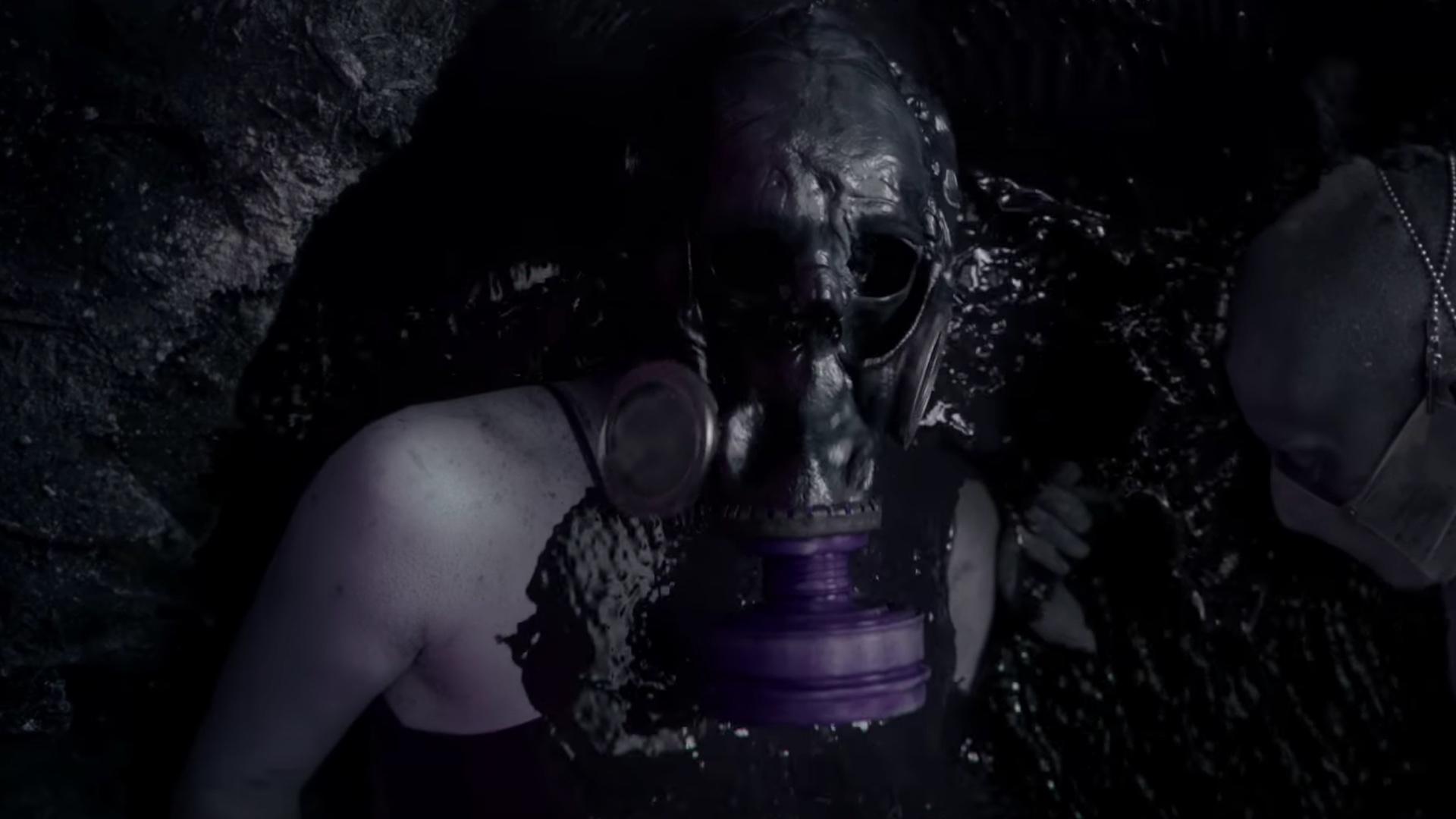 first-disturbing-promo-spot-for-american-horror-story-apocalypse-social.jpg
