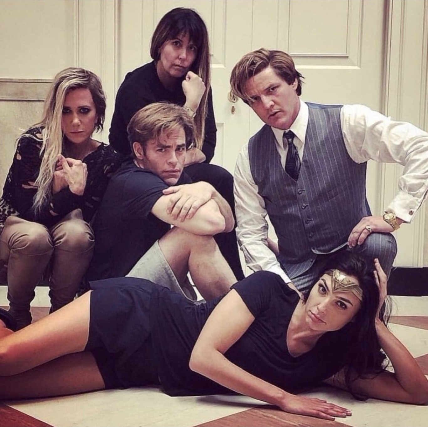 the-cast-and-director-of-wonder-woman-1984-pose-for-a-breakfast-club-style-photo2