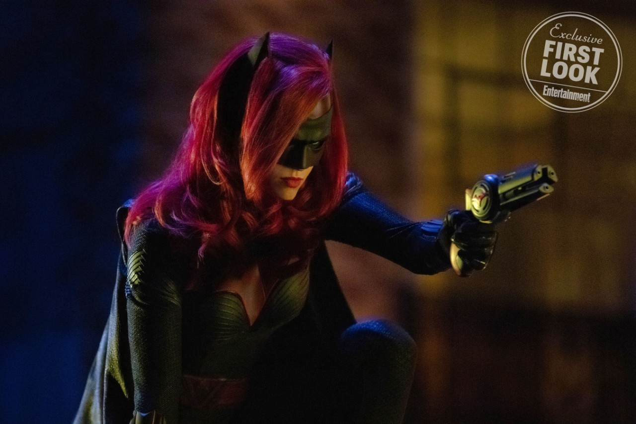 new-photo-of-ruby-rose-as-batwoman-and-details-revealed-for-the-character2
