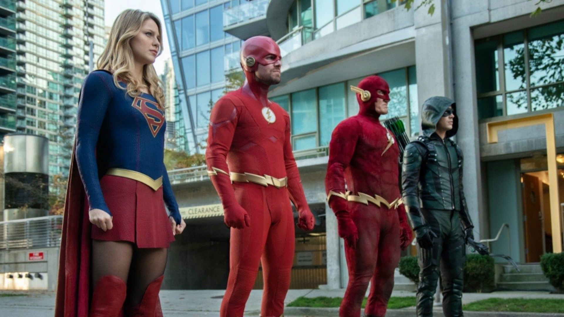 here-are-the-episode-synopses-for-the-arrowverse-elseworlds-crossover-social.jpg