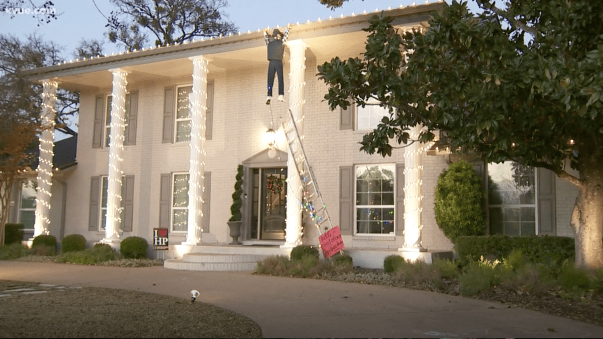 Man Mistakes Clark Griswold Christmas Decoration Hanging From Roof