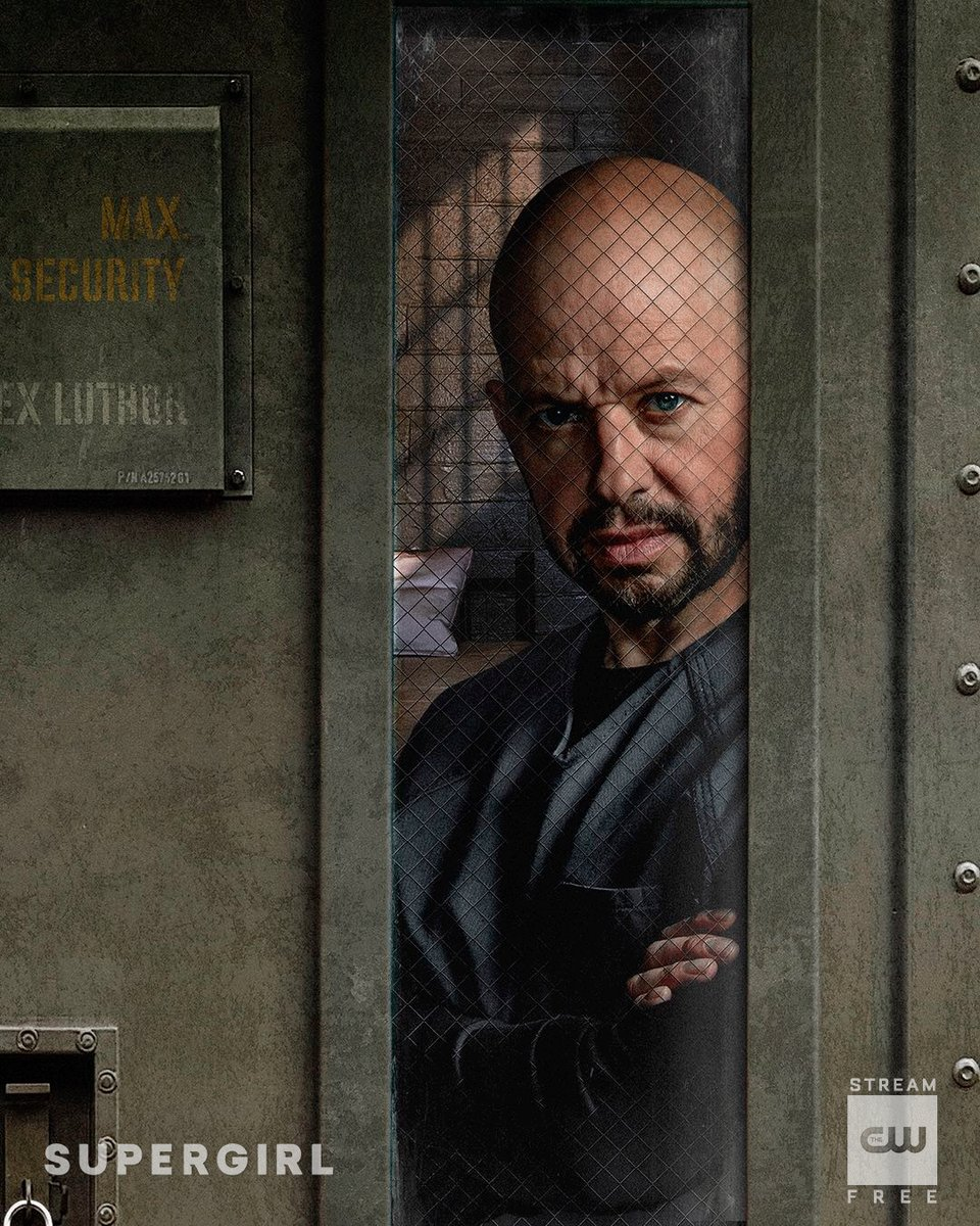 first-look-at-jon-cryer-as-lex-luthor-in-dcs-supergirl3