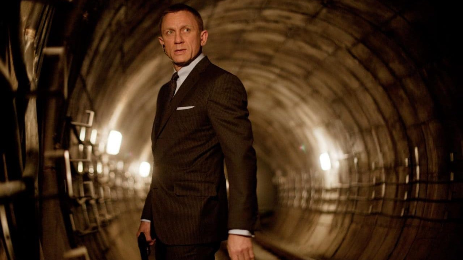 bond-25-halts-production-after-daniel-craig-is-injured-while-shooting-social.jpg