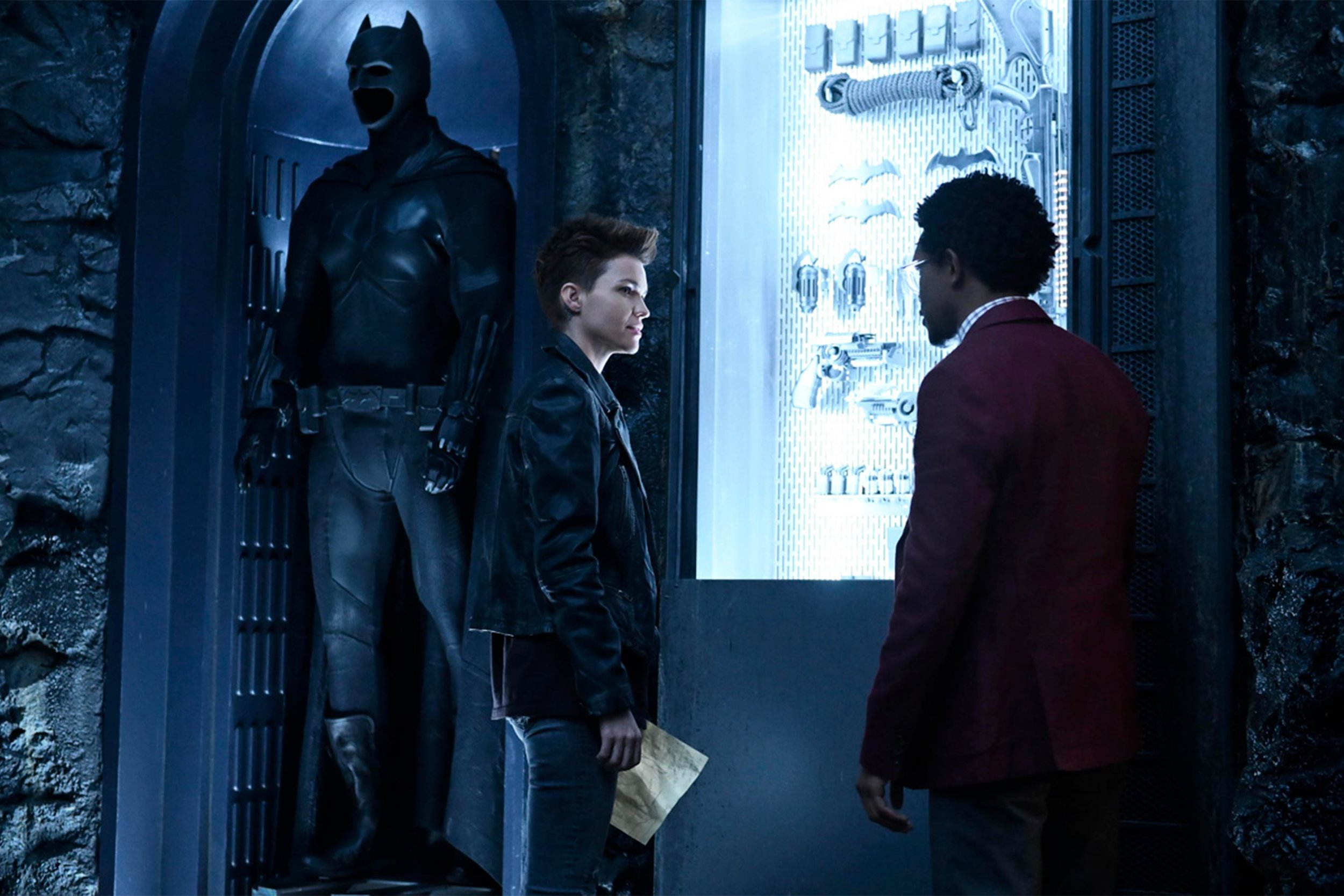 new-batwoman-photo-features-first-look-at-arrowverses-take-on-batmans-suit