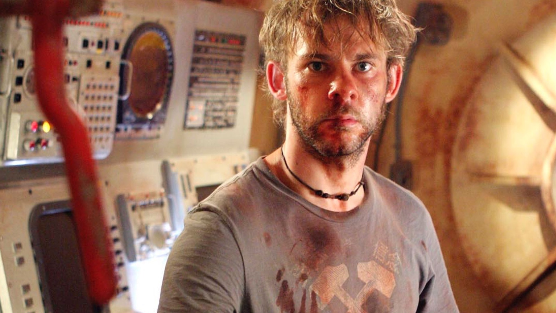 dominic-monaghan-joins-mel-gibson-and-chalie-hunnam-in-the-action-thriller-waldo-social.jpg