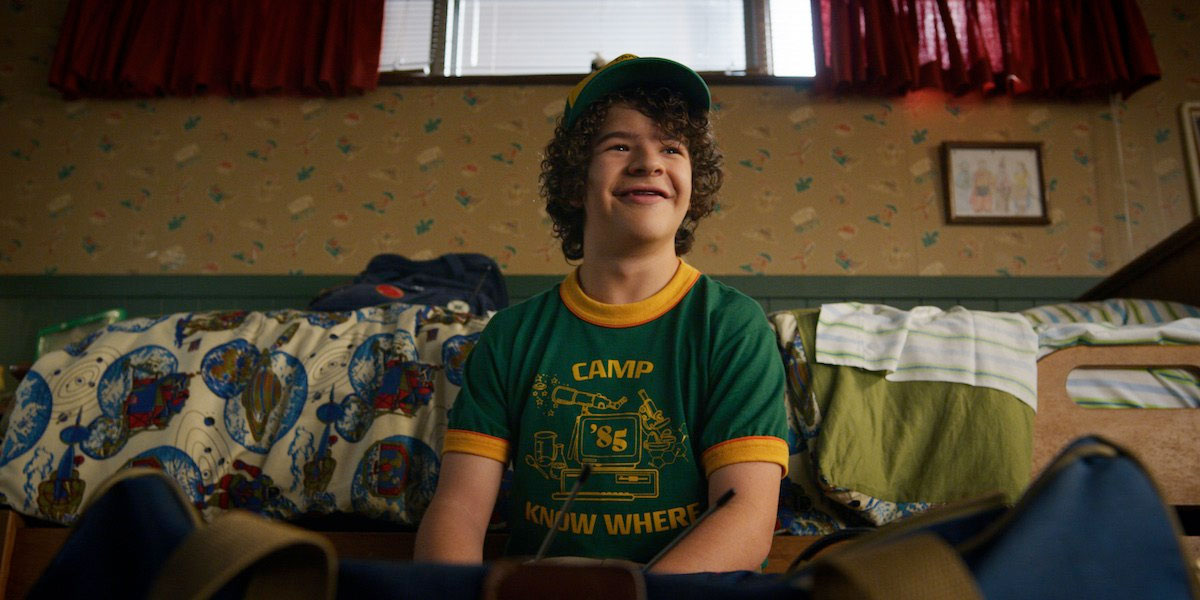 new-stranger-things-3-photos-tease-an-adventurous-1985-summer-vacation2.jpg