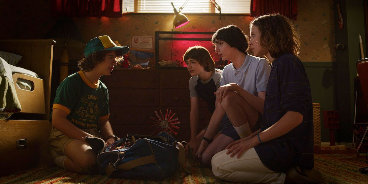 new-stranger-things-3-photos-tease-an-adventurous-1985-summer-vacation16.jpg