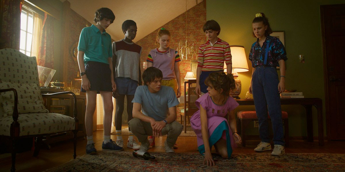 new-stranger-things-3-photos-tease-an-adventurous-1985-summer-vacation17.jpg