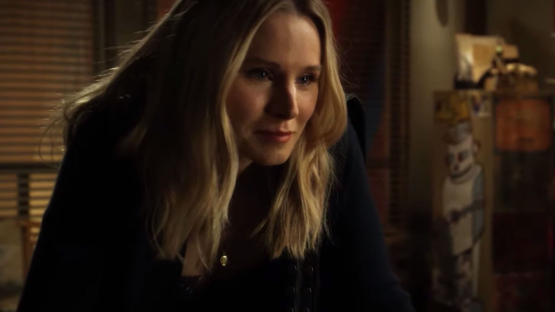 veronica-is-hunting-down-a-serial-bomber-in-new-trailer-for-veronica-mars-season-4-social.jpg