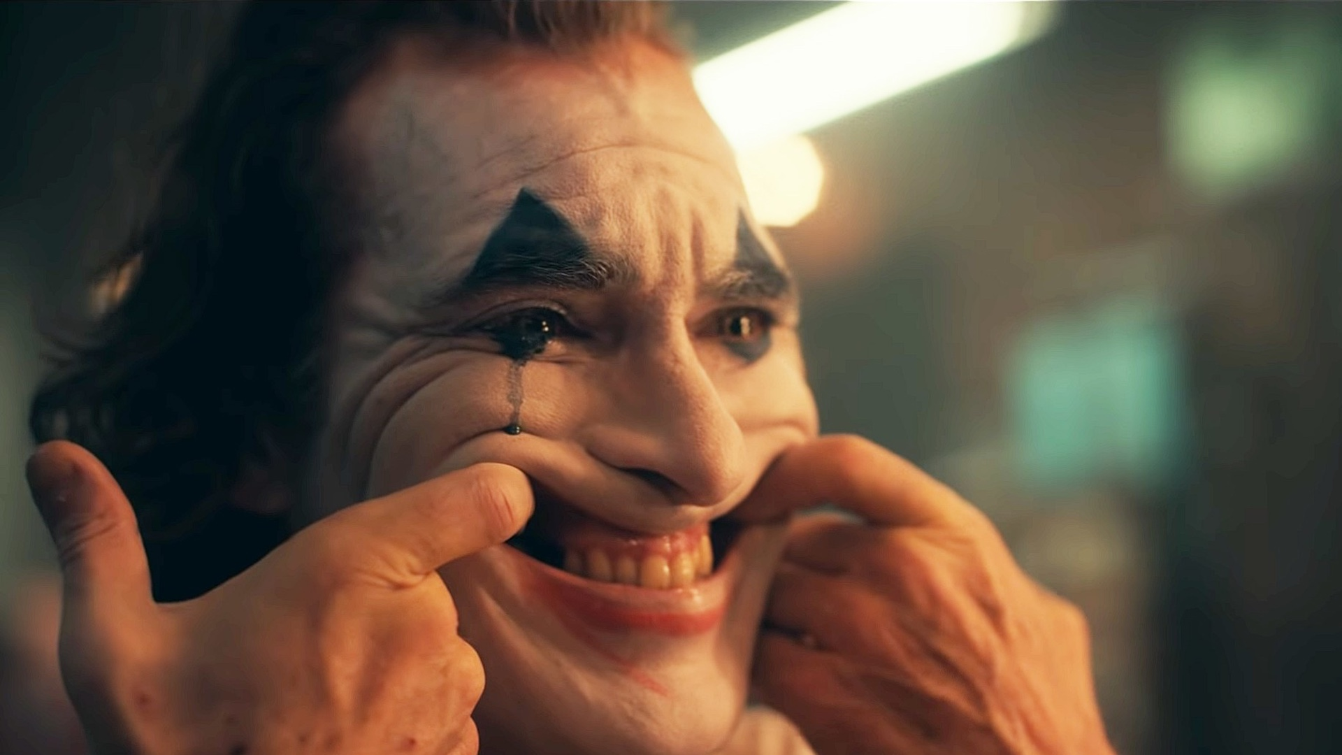 joaquin-phoenix-reveals-the-origin-of-his-laugh-for-joker-and-theres-a-new-synopsis-social.jpg