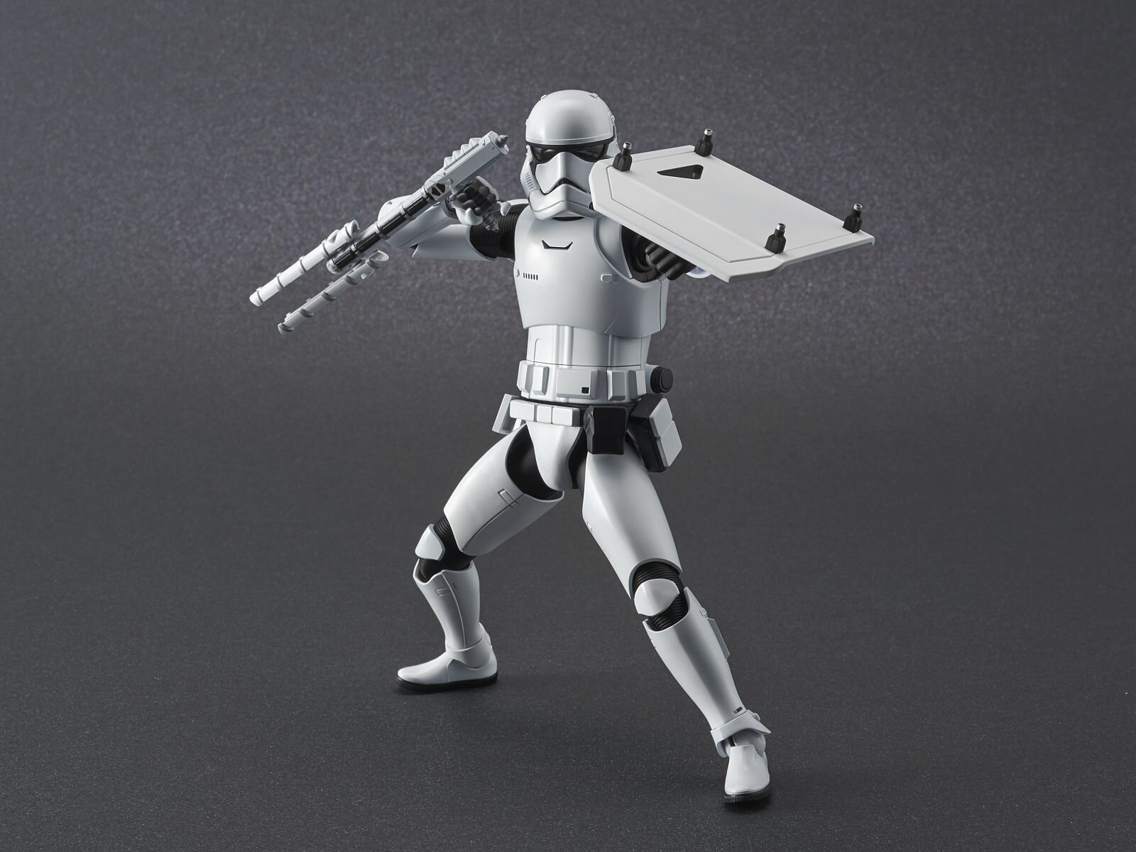 ep9_stormtrooper_action02.jpg