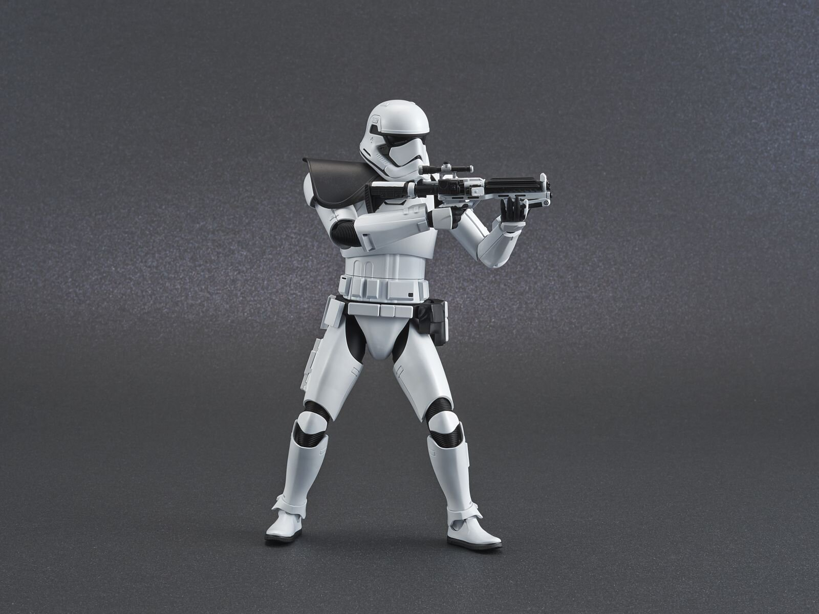 ep9_stormtrooper_action03.jpg