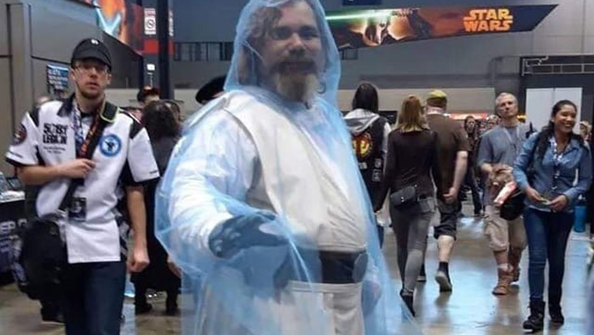 This Cosplay Perfectly Nails Force Ghost Luke Skywalker Geektyrant